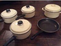 Classy 'country kitchen' enamel saucepan set