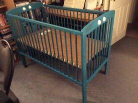 Wood cot bed