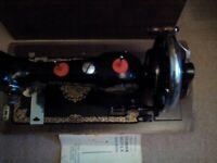 Vintage old Sewing machine with lid Vesta hand crank