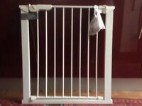 Stair gate. Extendable. White.