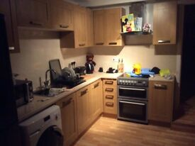 High Wycombe. Single room with ensuite. Near train station.