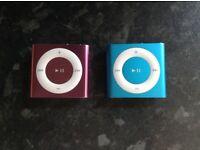 2 iPod shuffles blue/pink