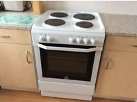 Electric cooker white very good condition hardly used 60cm wide