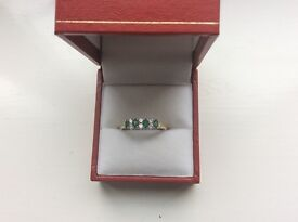 9ct Gold Ring Emerald with Cz stones size r stamped 375