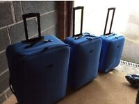 Set of 3 suitcases,blue good condition