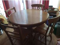 Table + 4 chairs strong pine Wood