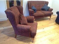 CLASSIC WINGBACK LIVING ROOM SET in Excellent Condition