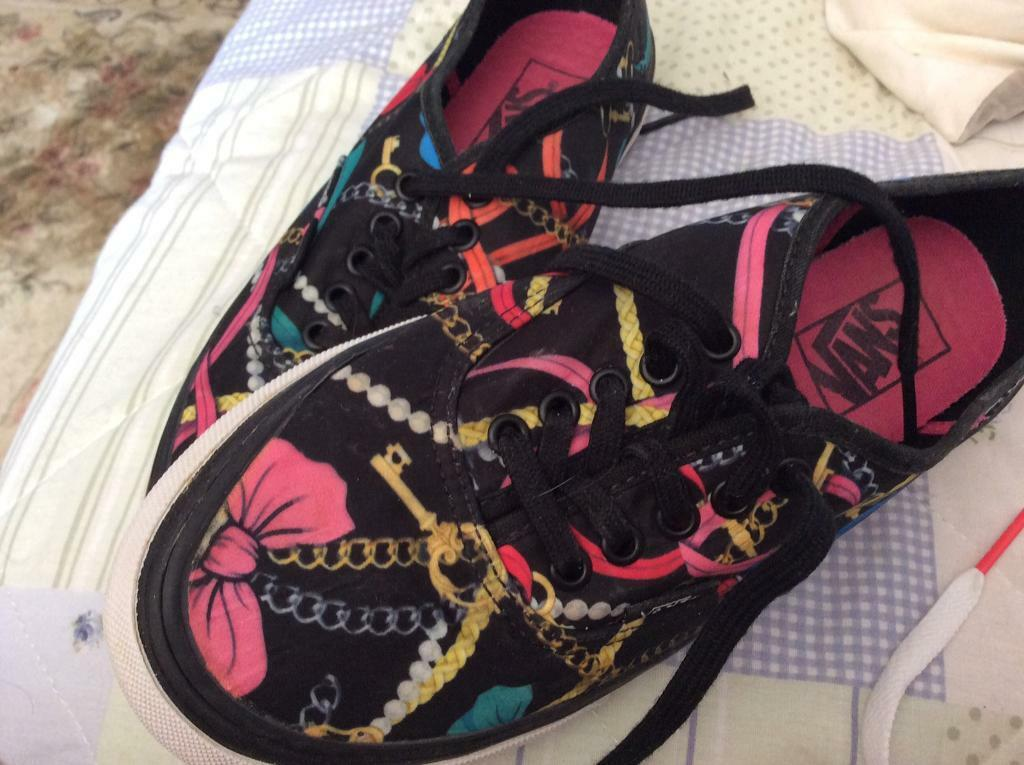 2d213be0a87 Gorgeous Off the Wall Vans size 4.5 Fab price