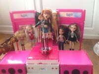 Bratz Dolls Rock Star Tour Bus with extra doll's clothes