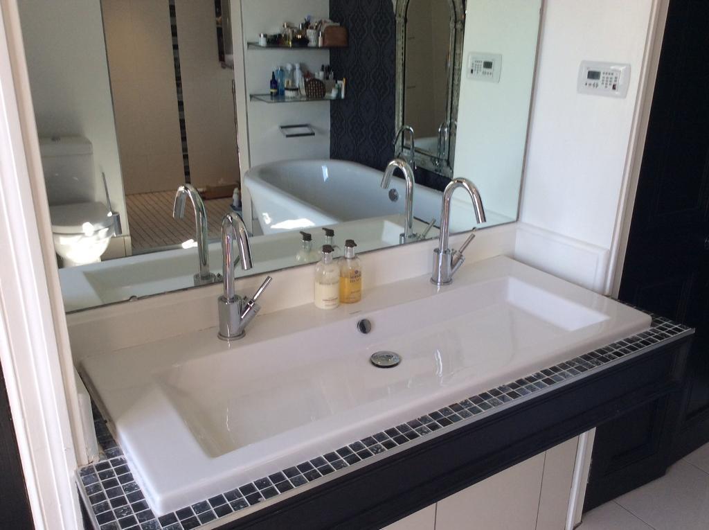 Bathroom Sinks Gumtree bathroom sink with 2 mixer taps | in stranmillis, belfast | gumtree