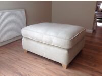FOOTSTOOL/GUEST-BED