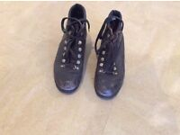 Leather Walking Boots size 5. Good condition.