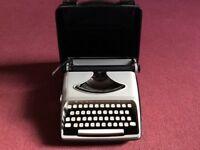 Vintage Typewriter Remington Envoy with Travel Case
