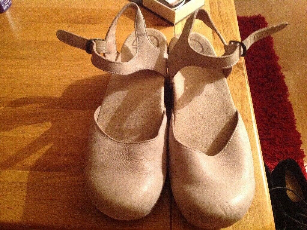 Dansko ladies size 8 shoes