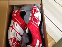 New cycling shoes new in box