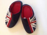 Men's slippers, size UK 7.