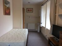 LOVELY BEDSIT ROOM FOR RENT, RISCA (NP11), £75 PW INCLUDES BILLS. ROOM AVAILABLE NOW.