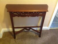Decorative side table in mahogany colour