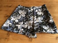Great pair of smart Topshop shorts, Hardly worn, as new. Size 6.