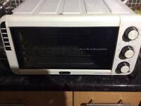 De Longhi counter top oven and grill. Hardly used