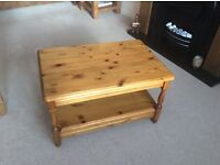 QUALITY PINE COFFEE TABLE