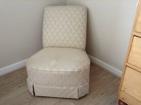 OCCASIONAL/NURSING CHAIR NEUTRAL TONES WITH REAL BUN FEET