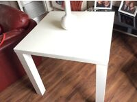 Dining/Kitchen table. White high gloss. Good condition