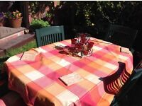 TABLE & 4 CHAIRS, INCL SEAT CUSHIONS & AS NEW TABLE CLOTH