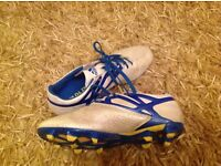 Adidas boys size 6 football boots