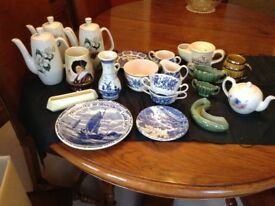 Lot of 21 assorted items of Wade, Sylvac, Delft, English Ironstone blue and white, all for £10.00