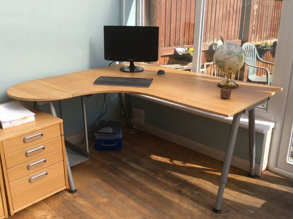 Light wood corner office desk in rumney cardiff gumtree - Corner office desk ...