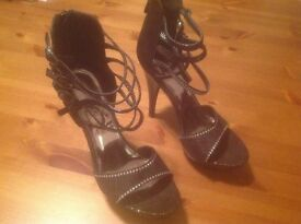 """Ladies """"Catwalk"""" High Heels (Size 7) more a Size 6"""