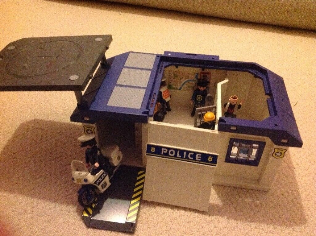Playmobil Carry along police station