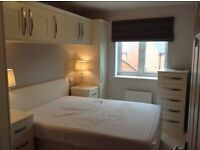 LARGE DOUBLE ROOM IN OLD SARUM SALISBURY AVAILABLE NOW NEW MODERN HOUSE OWN BATHROOM AND LOUNGE