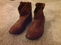 Girls brown short cowboy boots size 1