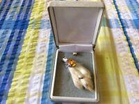 Vintage 1960's mizpah Scottish Celtic Amber agate grouse foot brooch