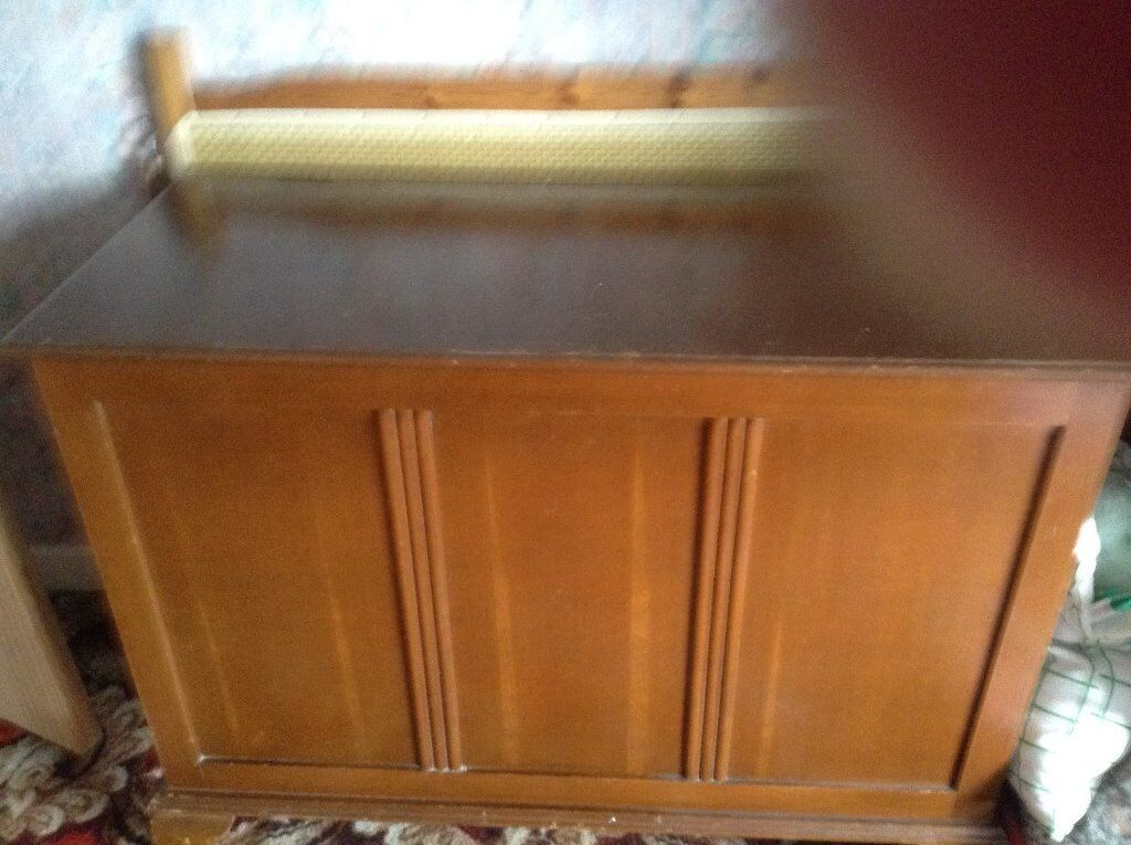 Large wooden chest buyer to collect