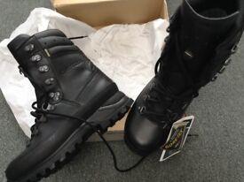 Lowa GTX Combat boots size 5 walking military patrol brand new