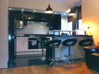 Renovated Flat Spacious Double Room Walk in Wardrobe Large Flat Screen TV ** West Glasgow**