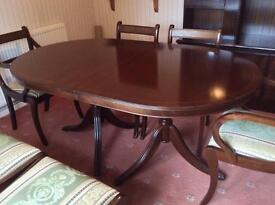 Lovely mahogany veneer dining table and chairs