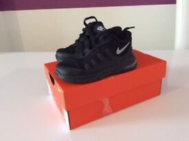 Nike air max invigor trainers toddler size 4