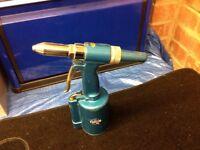 Compressed Air Pop Rivet Gun