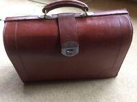 Brief case. Gladstone bag. Leather. Vintage. No key