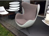 pod/egg chair