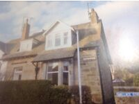 4 bedroom house 14, Wallace St, St Andrews for students for rent from 1 Sep 2017 Tel 01620 842513