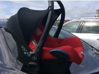 Maxi Cosi Car Seat and 2 x Maxi Cosi Bases