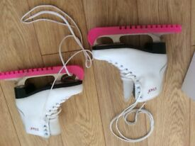 Girls Ice skates, bag and blade guards barely worn