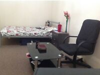 Very massive double room in city centre kinning park