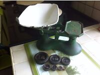 Scales with weights (Shabby chic))