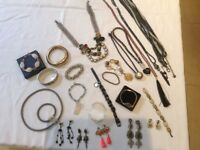 Various pieces of jewellry